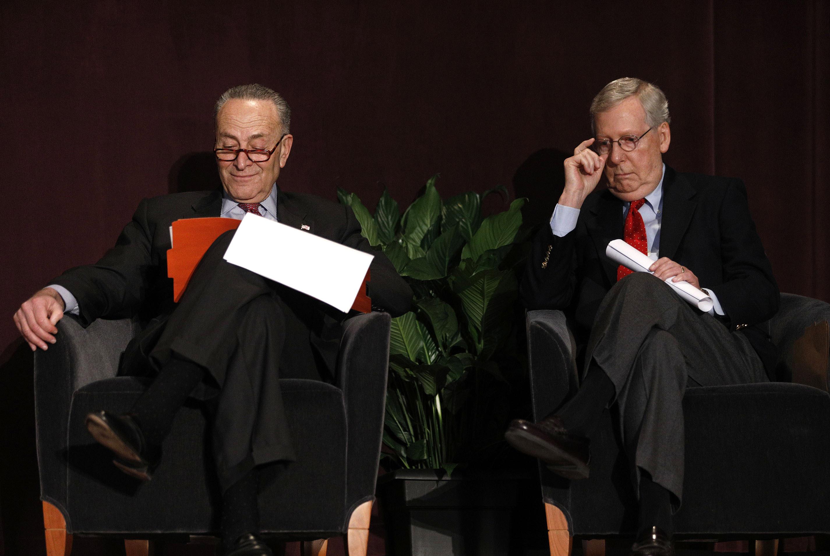 Senate Majority Leader Mitch McConnell (r.) and Senate Democratic Leader Chuck Schumer in 2018.