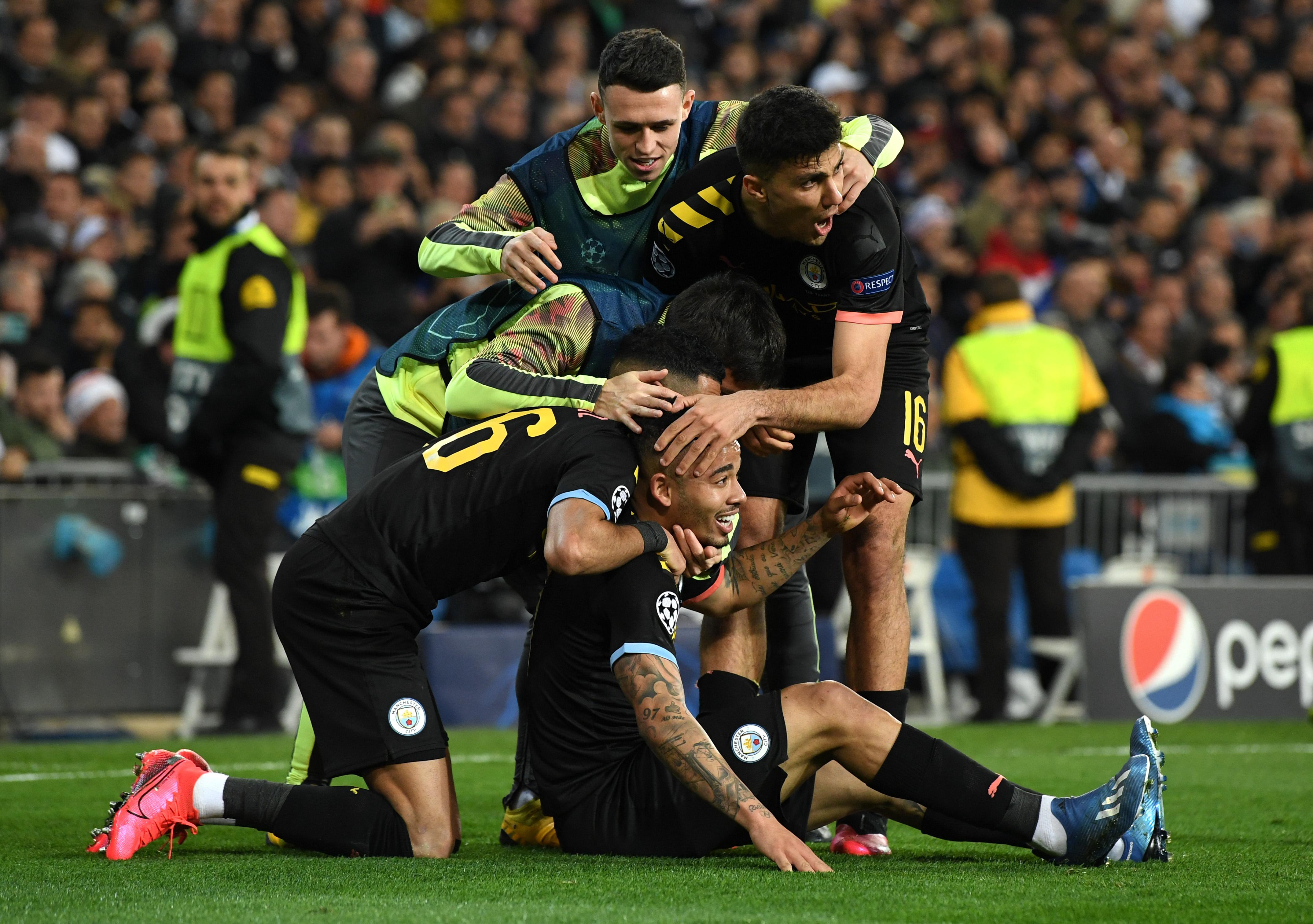 Manchester City players celebrate Jesus' equalizer.