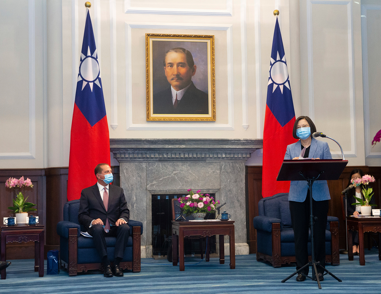 US Health and Human Services Secretary Alex Azar (left)l listens as Taiwan's President Tsai Ing-wen speaks during a meeting in Taipei, Taiwan on August 10.