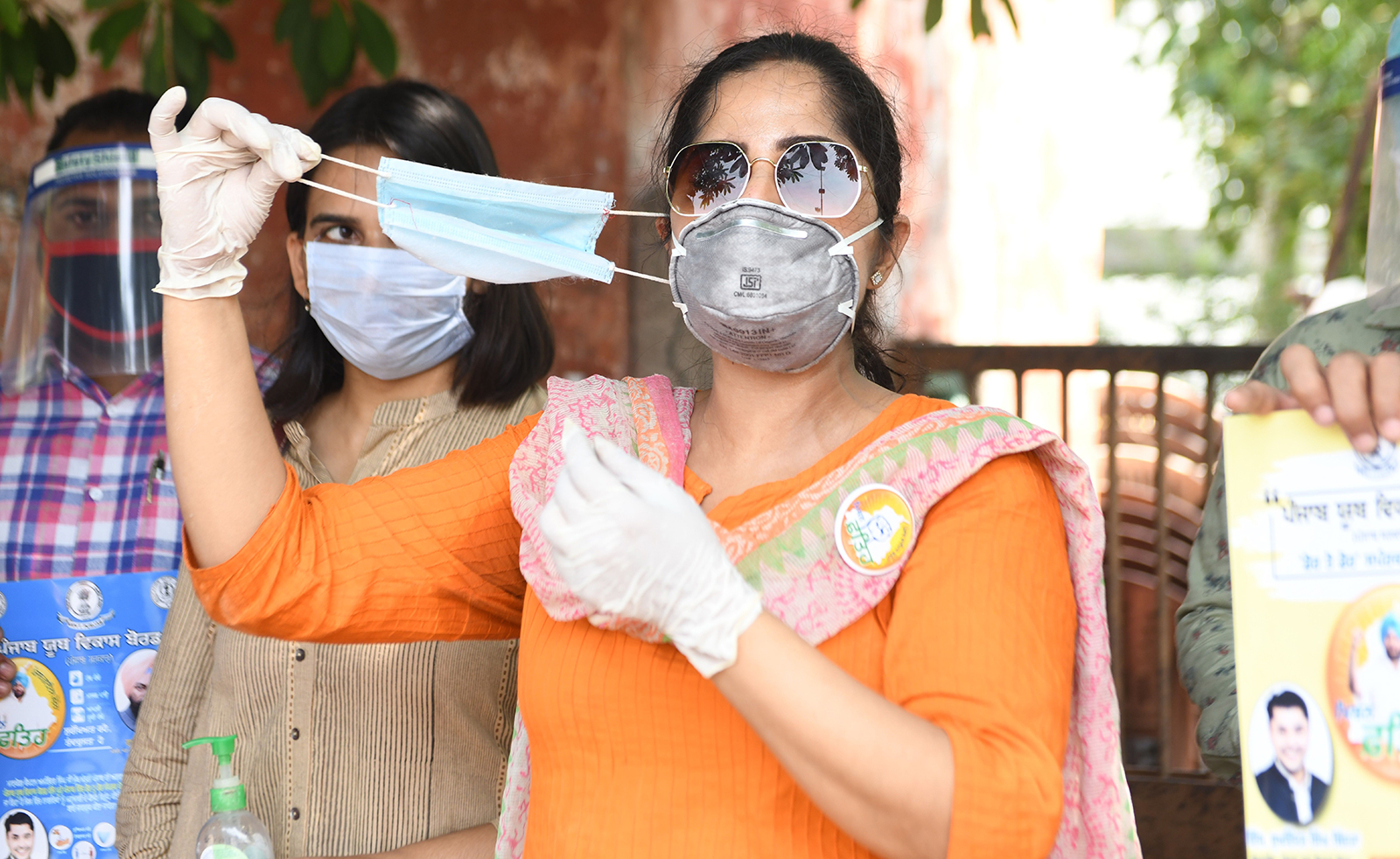 Members of Nehru Yuva Kendra and Punjab Youth Development Board shows to people how to use face masks in Amritsar, India on July 4.