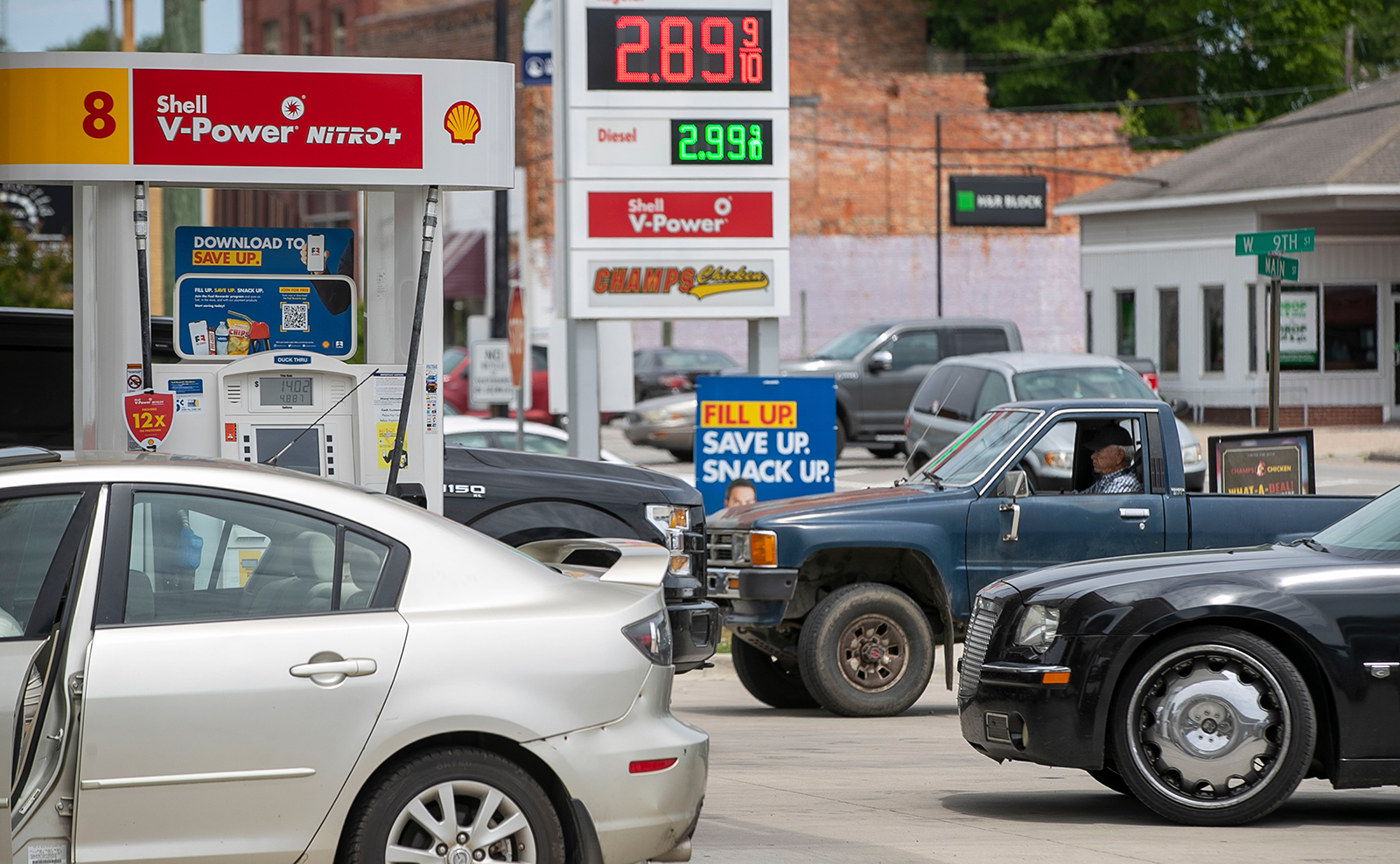 Customers wait in line to purchase fuel at the Duck-Thru in Scotland Neck, North Carolina, on Tuesday, May 11.