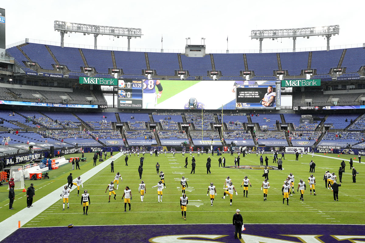 Members of the Pittsburgh Steelers warm up before the start of their game against the Baltimore Ravens at M&T Bank Stadium on November 01 in Baltimore, Maryland.