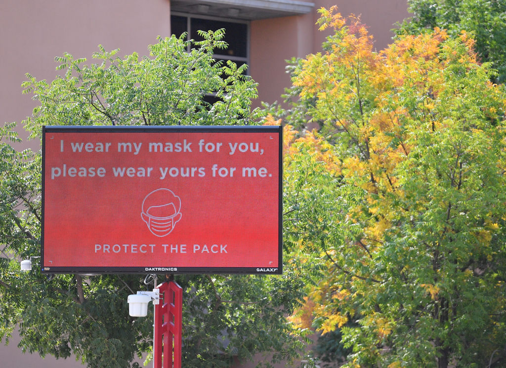 A sign at the University of New Mexico encourages students to wear a mask.