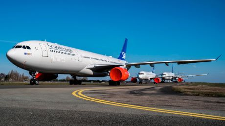 Laid-off flight attendants across Europe train to help hospitals ...