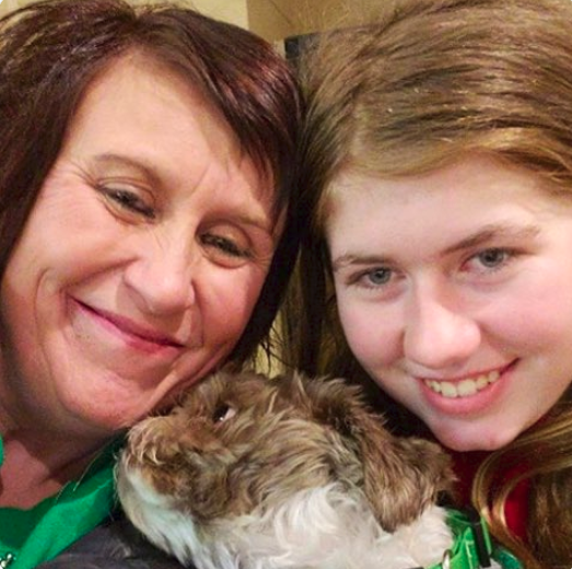 Jayme Closs Reunites With Her Aunt And Dog Molly