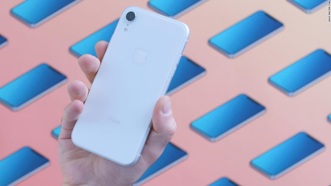 Apple said to make 3 new iPhones for 2019 — including an update to the poorly selling XR - CNN thumbnail