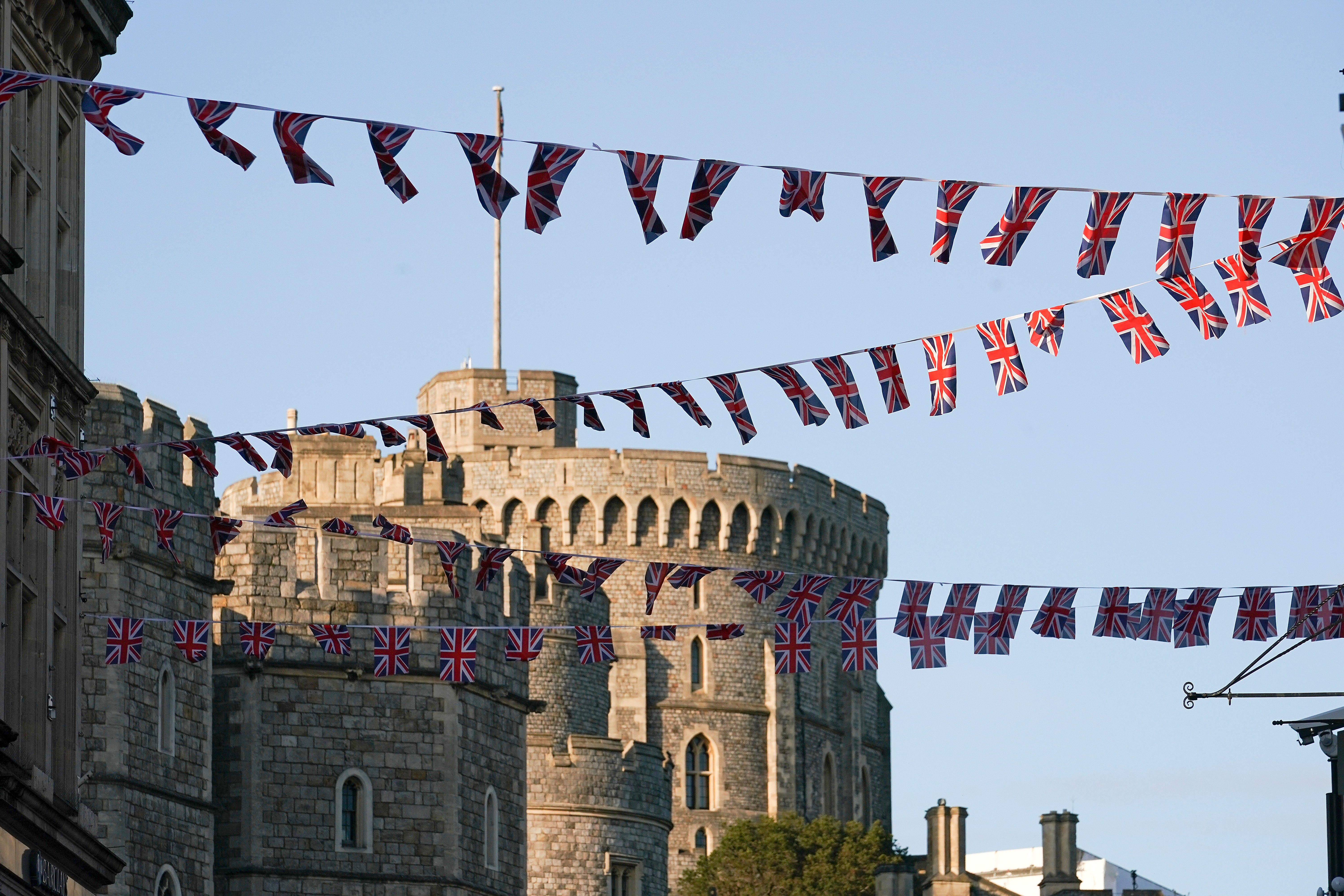 Guests will begin arriving at Windsor Castle around 9 a.m.