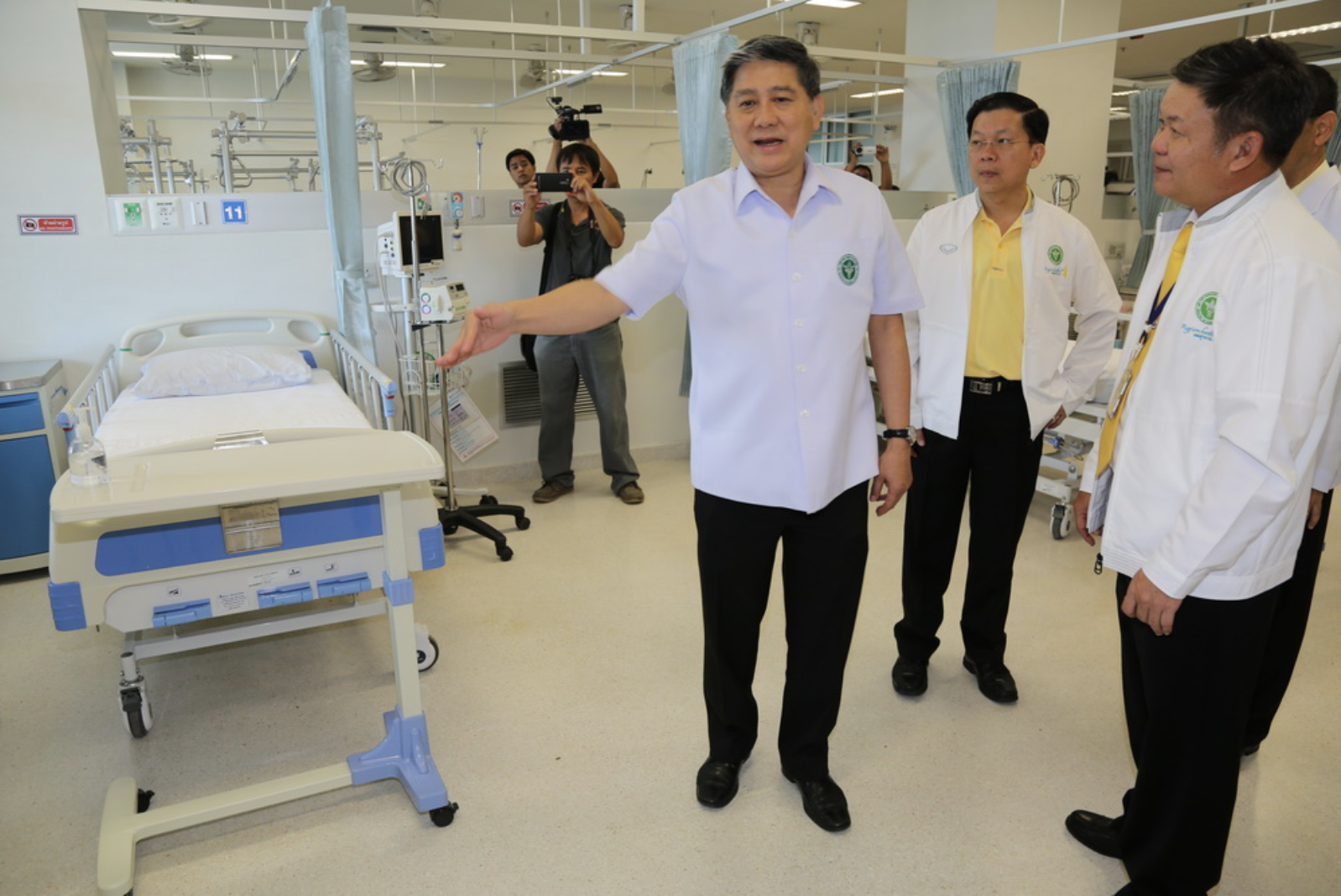 Dr. Jatyad Chokmangmuk, Secretary of Thailand's Ministry of Public Health, shows off the treatment system at Chiangrai Prachanukroh Hospital.