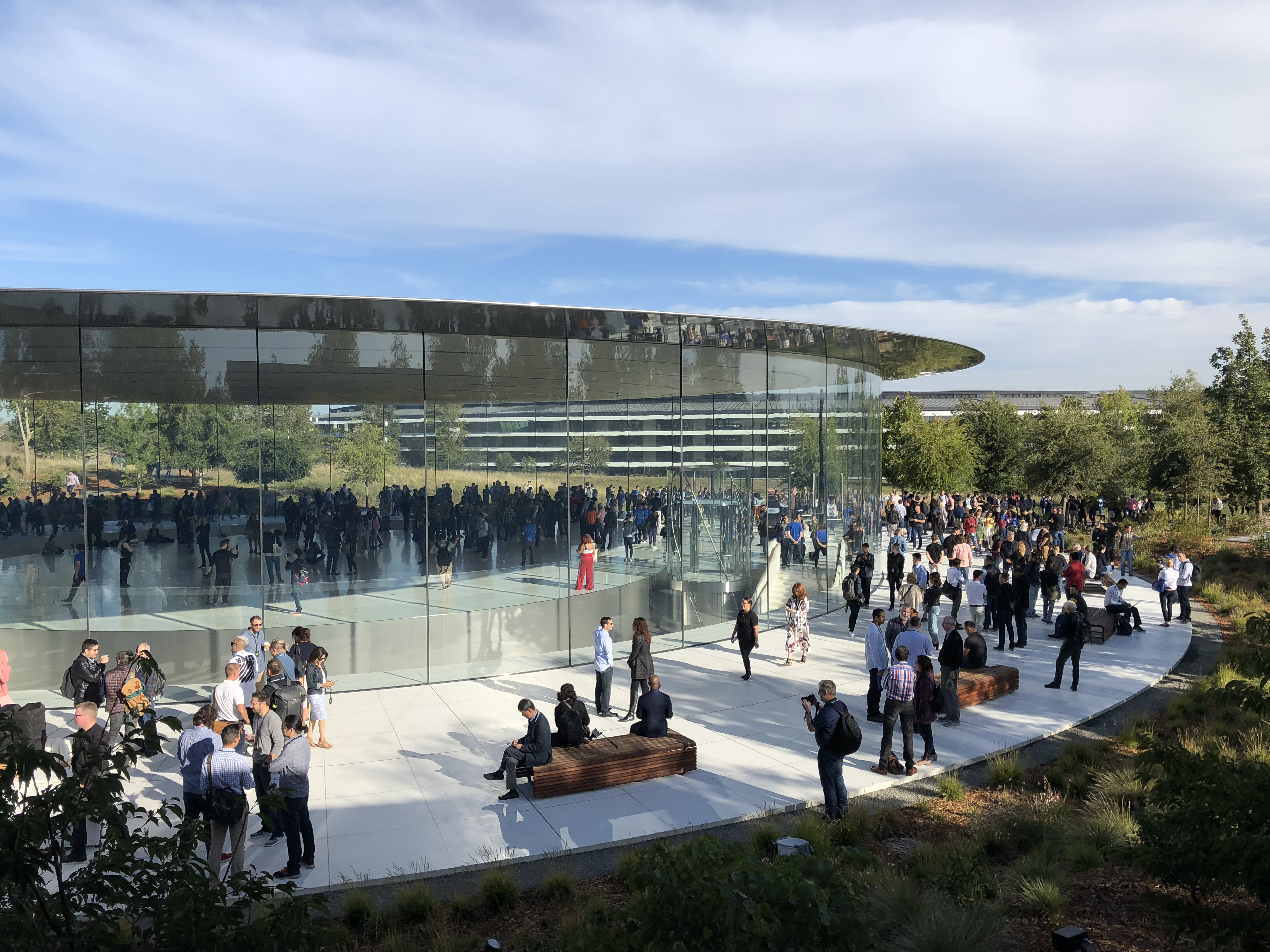 Here's what it looks like today at Apple Park's circular campus in Cupertino, California.