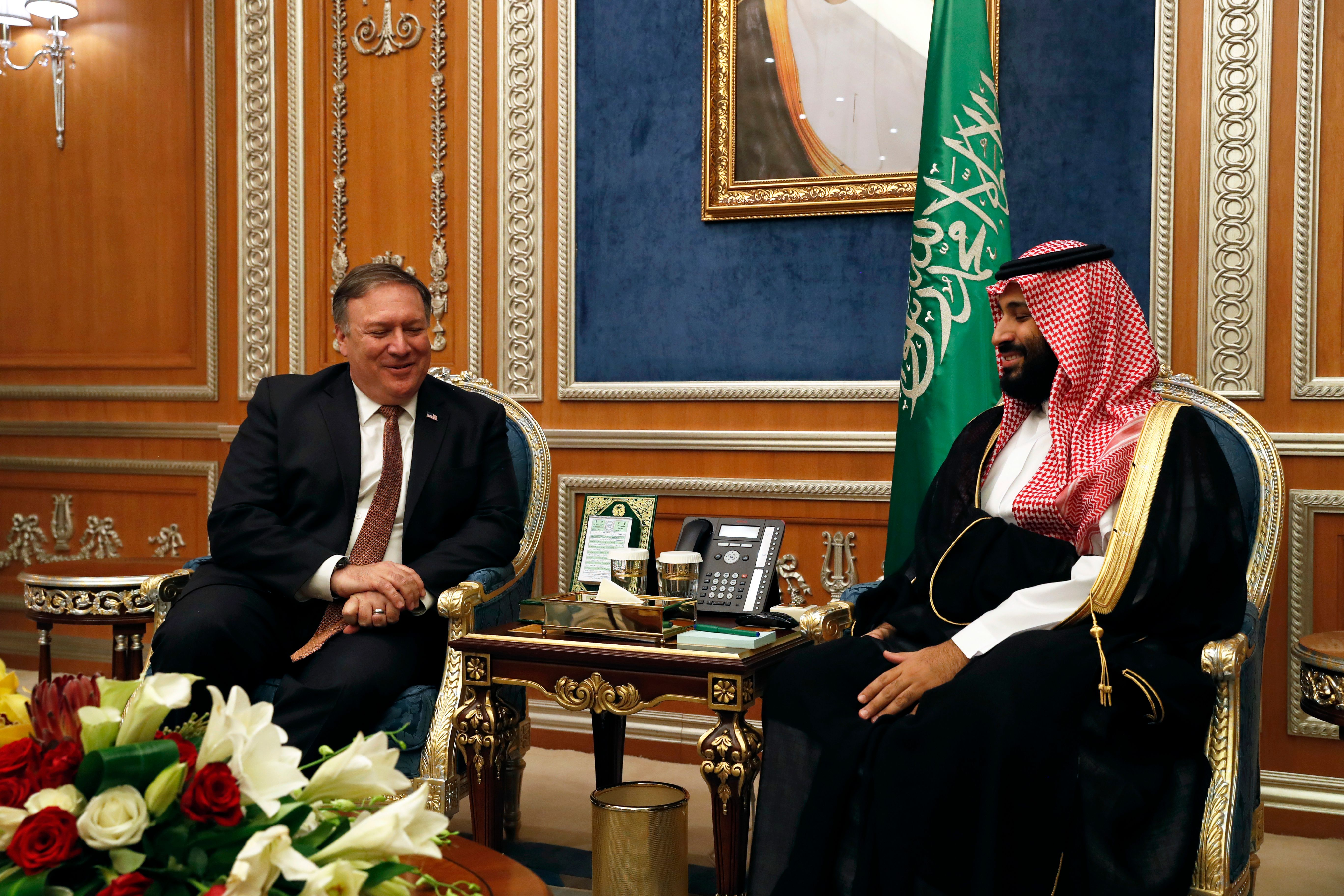 US Secretary of State Mike Pompeo (l.) meets with Saudi Crown Prince Mohammed bin Salman in Riyadh on Tuesday.