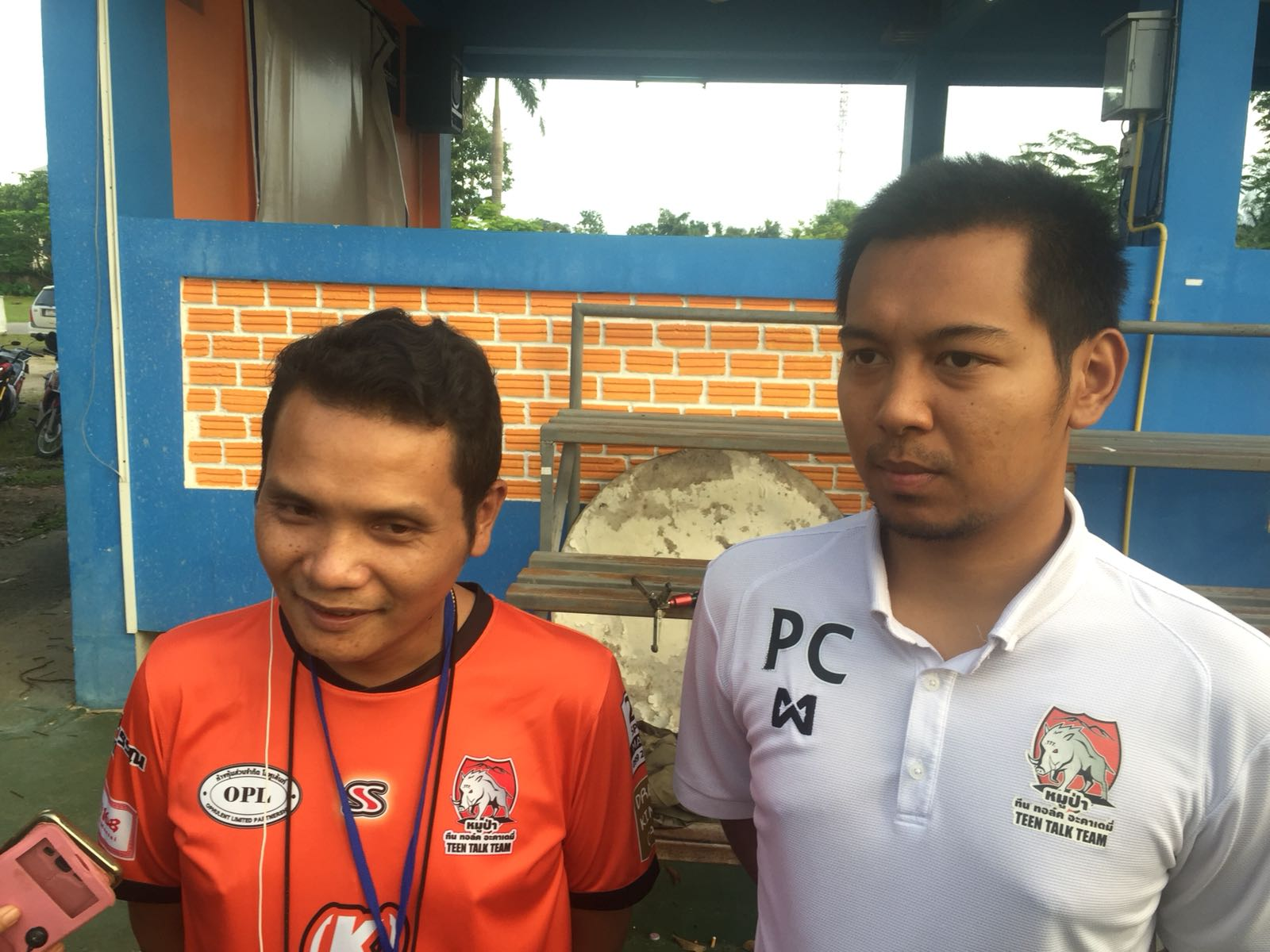 Nopparat Kanthawong, the Wild Boars head coach, left, and Pannawit Jongkham, the senior team's coach, right, speak to CNN.