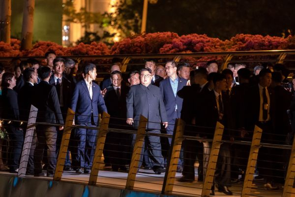 North Korean leader Kim Jong-Un (C) walks on the Jubilee bridge during a tour in Singapore on June 11, 2018.