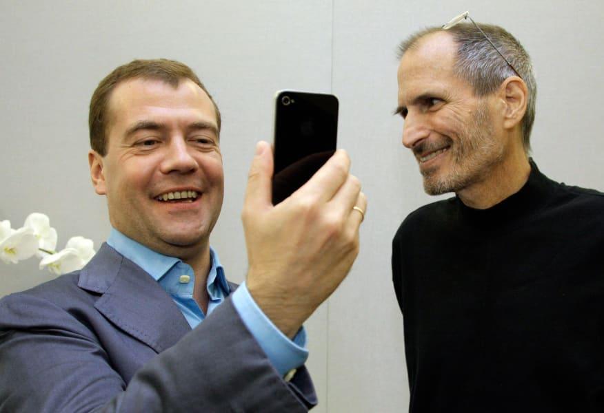 Steve Jobs offstage Dmitry Medvedev