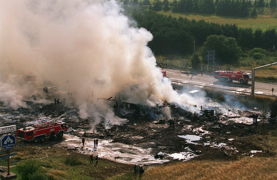 plane crashes 01