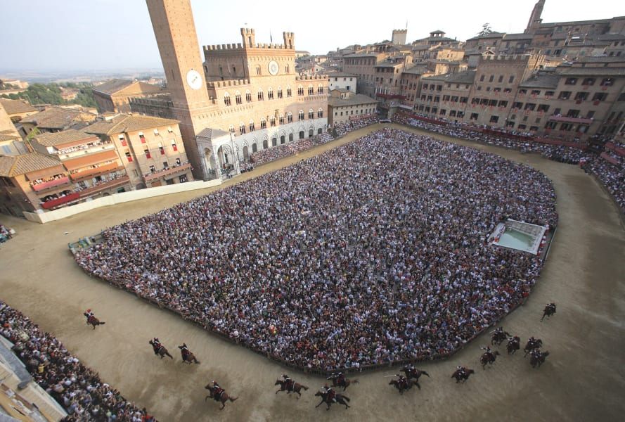 beautiful racecourses piazza del campo