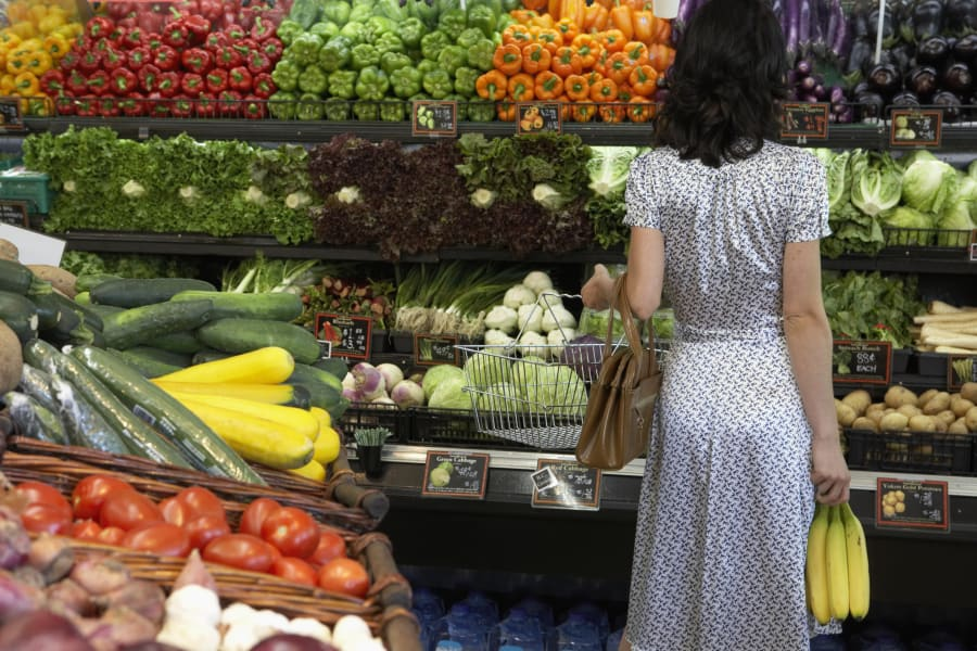 healthy food tight budget grocery store