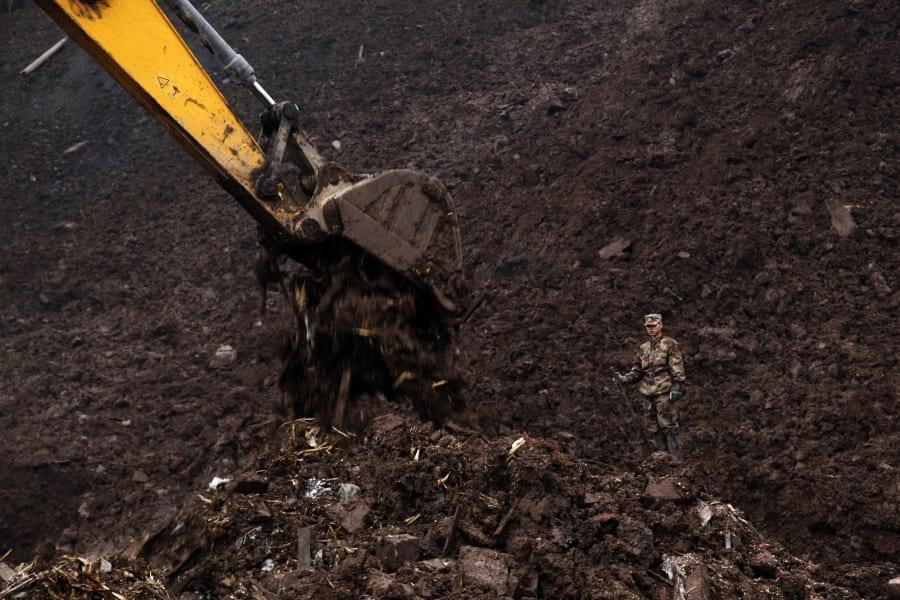 02 china landslide 0112