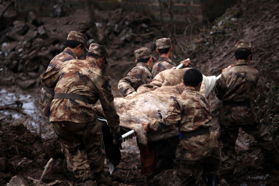05 china landslide 0112