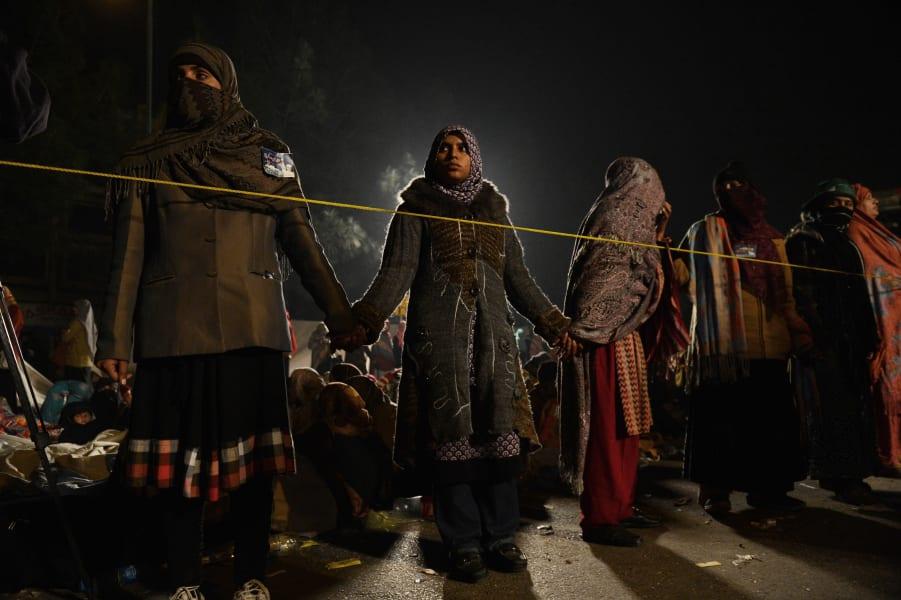 Pakistan female protesters