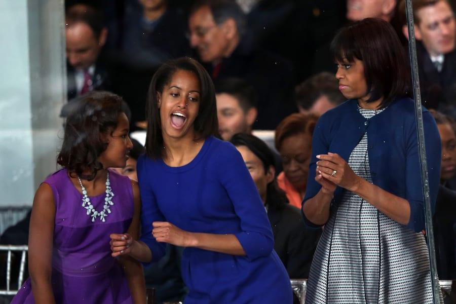 01 obama daughters 0121