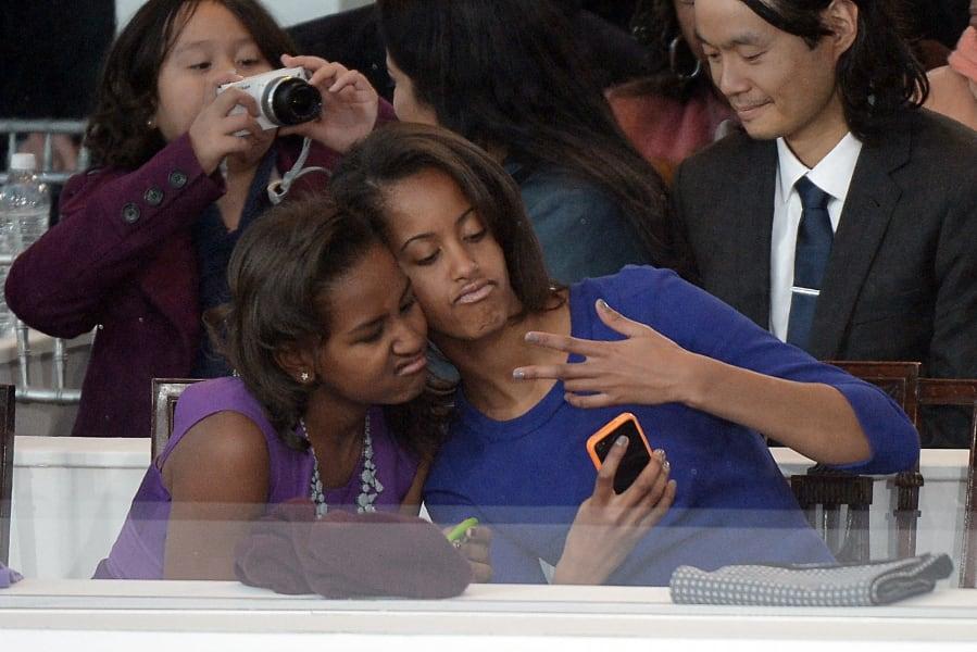 03 obama daughters 0121