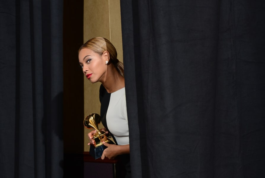 grammy moments beyonce hiding