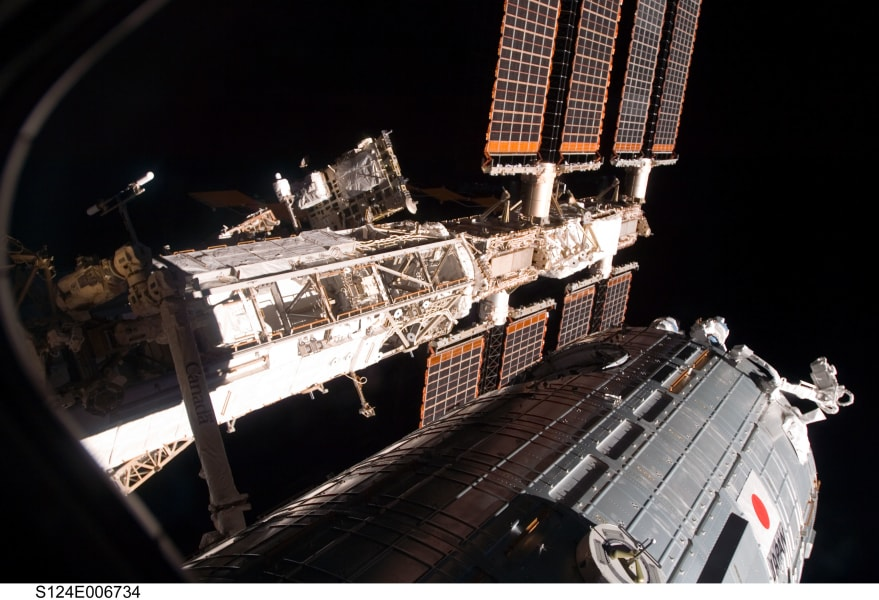 06 space station 0219