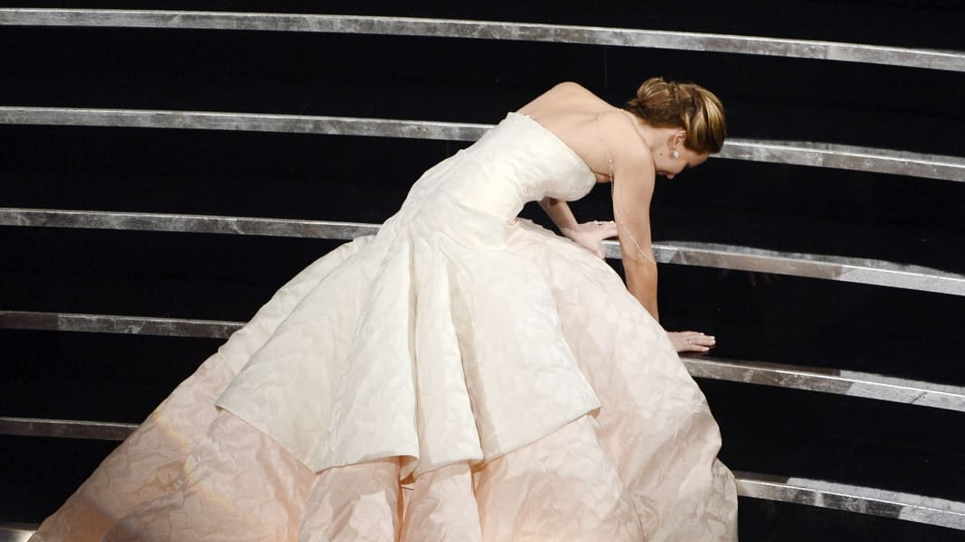 oscar photos Jennifer Lawrence falls