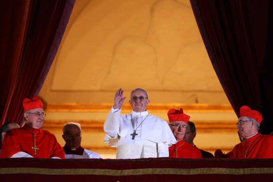 03 pope franicis balcony 0313