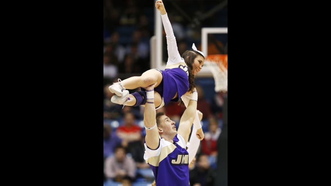 03 cheerleaders