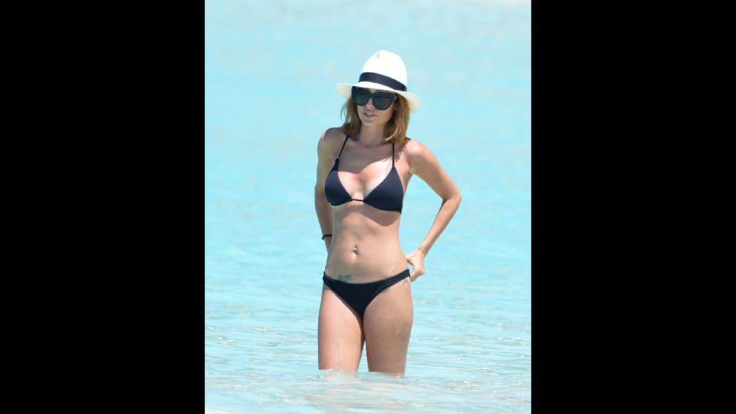15 celebs in swimsuits