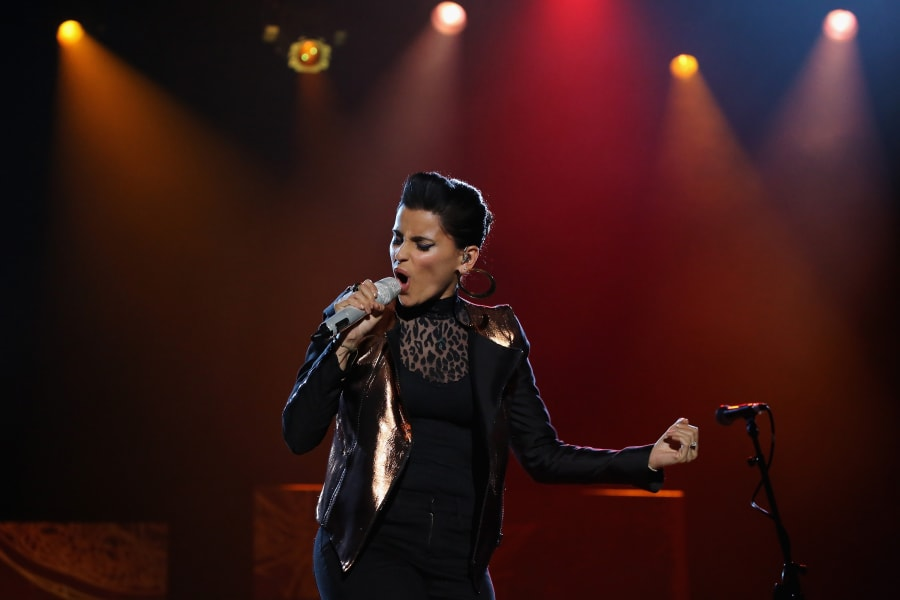 06 performing for dictators  Nelly Furtado