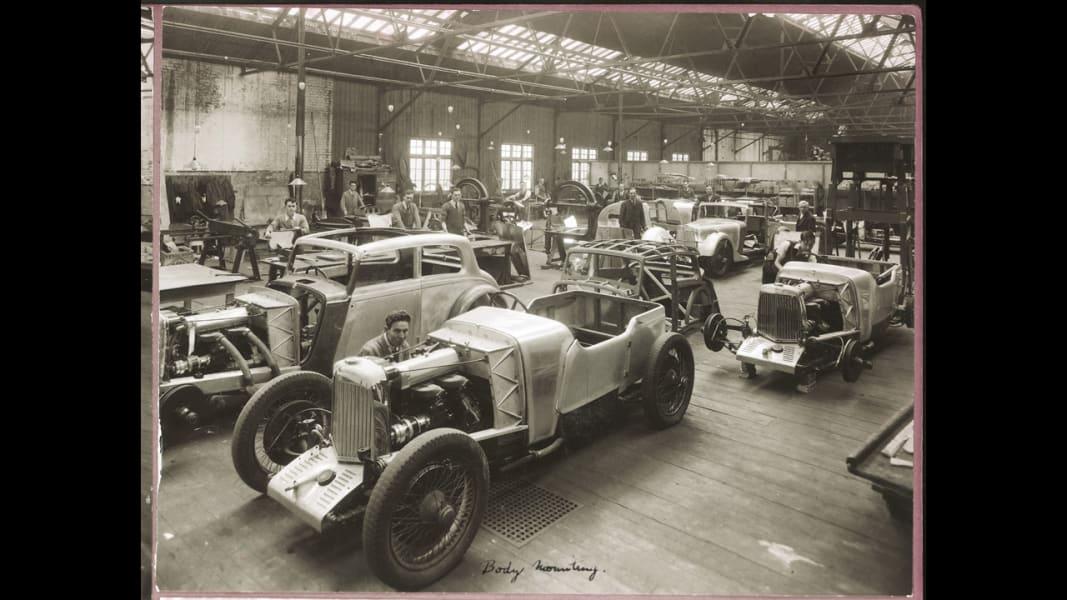 20_astonmartin-mkii-production-victoria-road-feltham-circa-1935-credited-to-amht