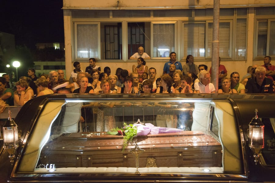 07 italy bus funerals 0730