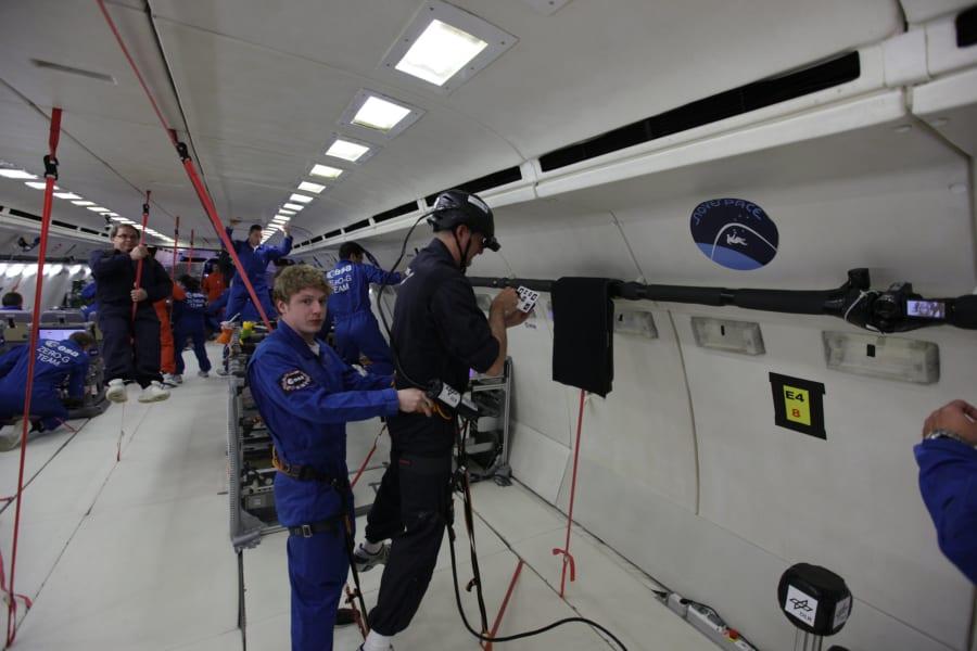 Scinetists paraobolic flight Zero-G