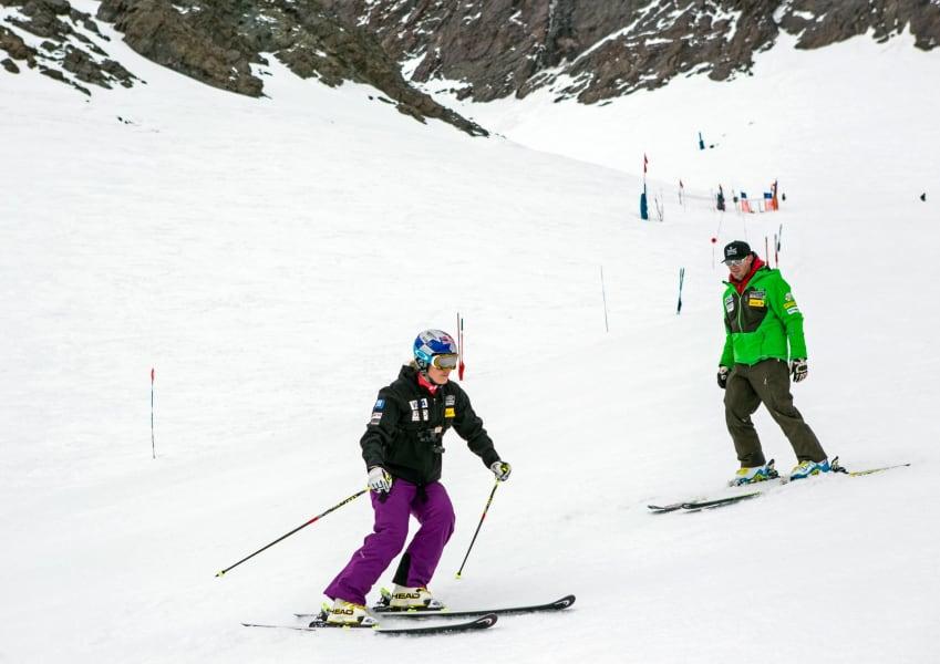 lindsey vonn skiing return