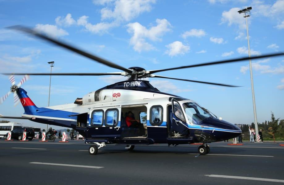 tiger woods departs helicopter
