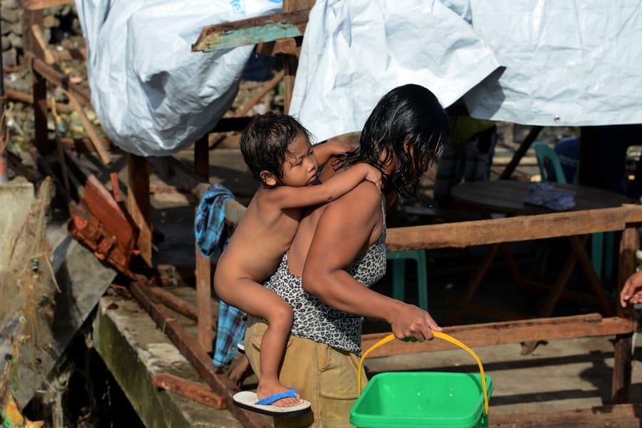 02 typhoon children 1127
