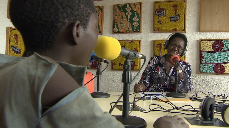 mama dimanche radio show