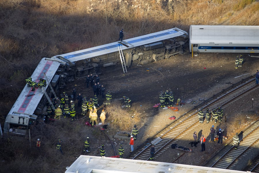 08 new york train derailment