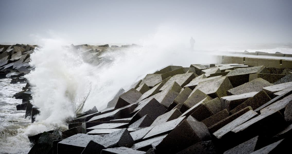 08 europe storm 1205