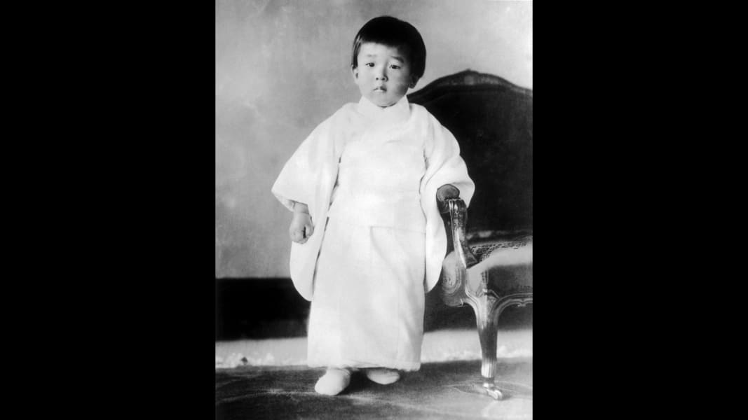 02 Akihito