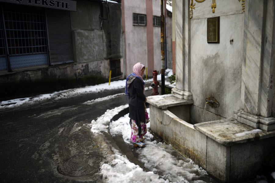09 syrian refugees snow