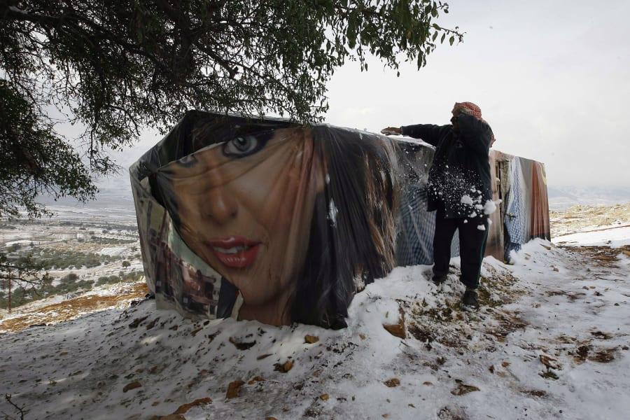 11 syrian refugees snow