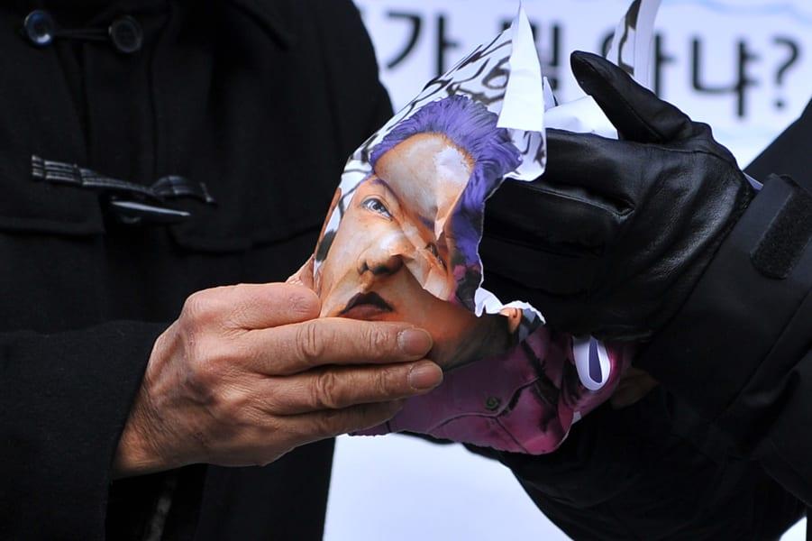 06 south korea protests 1217