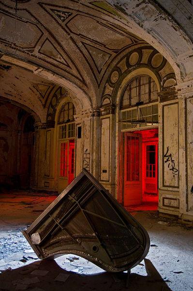 world abandoned hotels-detroit
