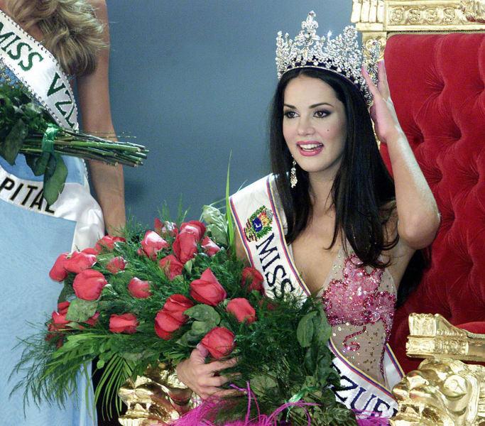 Venezuelan Monica Spear poses after beining elected Miss Venezuela