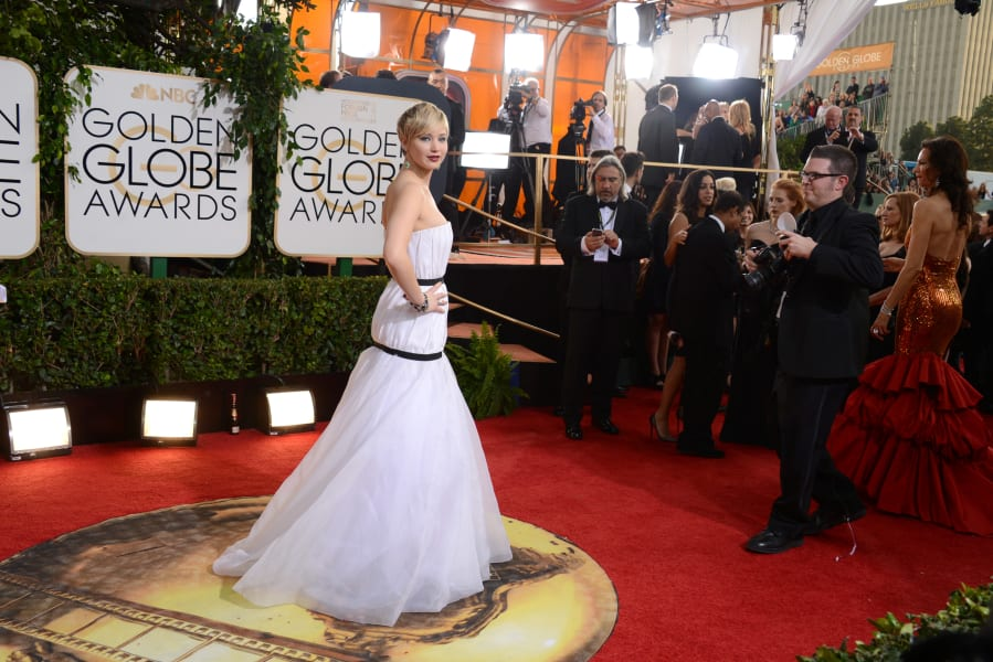 golden globes red carpet - Jennifer Lawrence 02