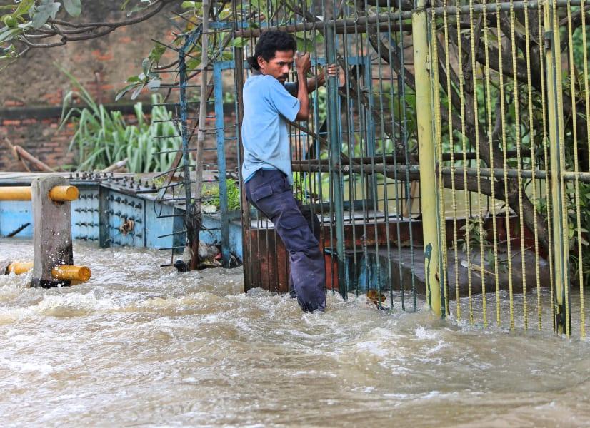 indonesia flood 11