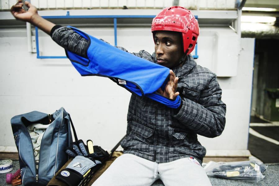 somalian player warms up